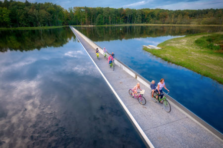 Mobe trail Cycling through Water pista ciclabile su acqua belgio